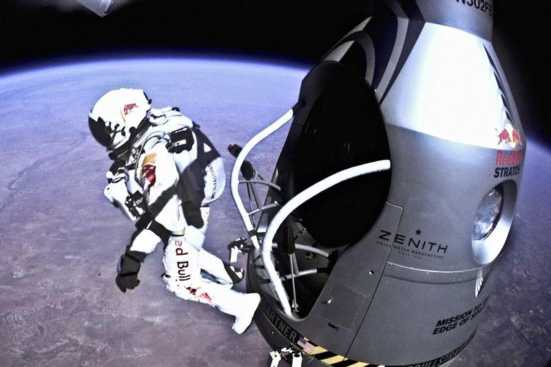 Felix-baumgartner-capsule-jump